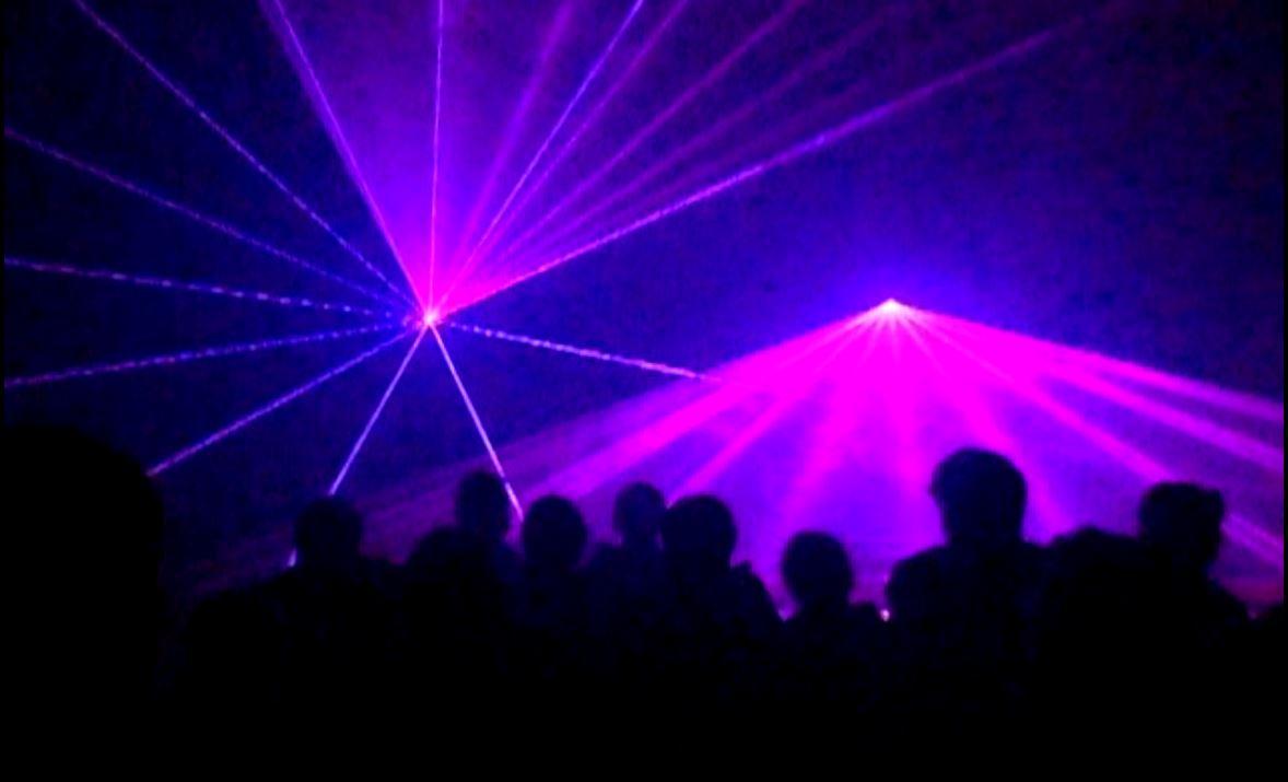 Lasershow macht Gäste froh!